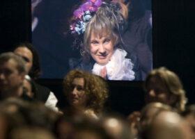 Gala de l'Industrie - Mise en scène et scénographie de l'année : Demain matin, Montréal m'attend