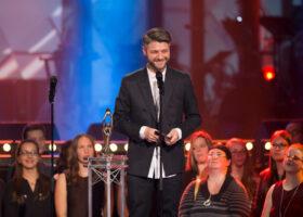 ADISQ 2015 : le premier gala - Pierre Lapointe gagnant des Félix de l'Artiste s'étant le plus illustré hors-Québec et l'Album de l'année - Réinterprétation (crédit photo : Jean-François Leblanc)