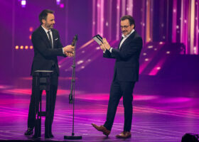 Premier Gala de l'ADISQ 2017 - Alaclair Ensemble, gagnant du Félix pour Vidéo de l'année